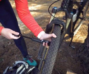 checking ebike tire pressure